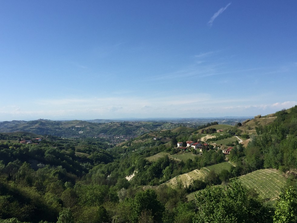 Panorama di Cassinasco dalla panchina gigante